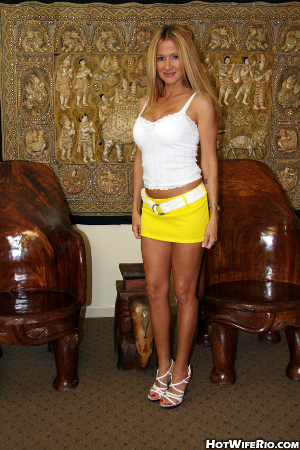 Hot Wife Rio hikes up her short skirt and sucks off a body..