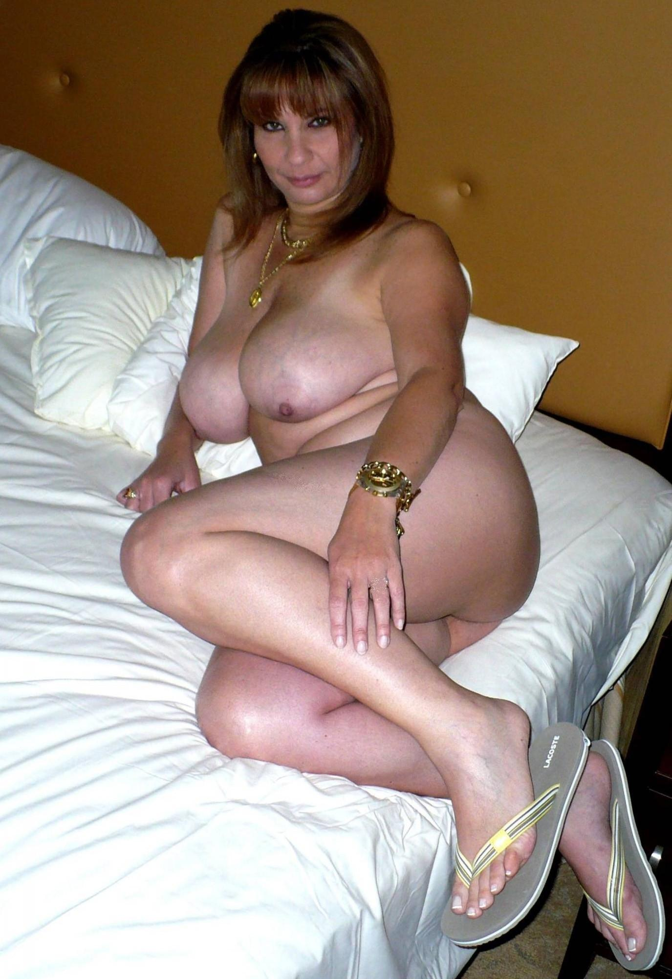 WATCH MORE PHOTOS AND VIDEOS AT AMATEUR MILFs