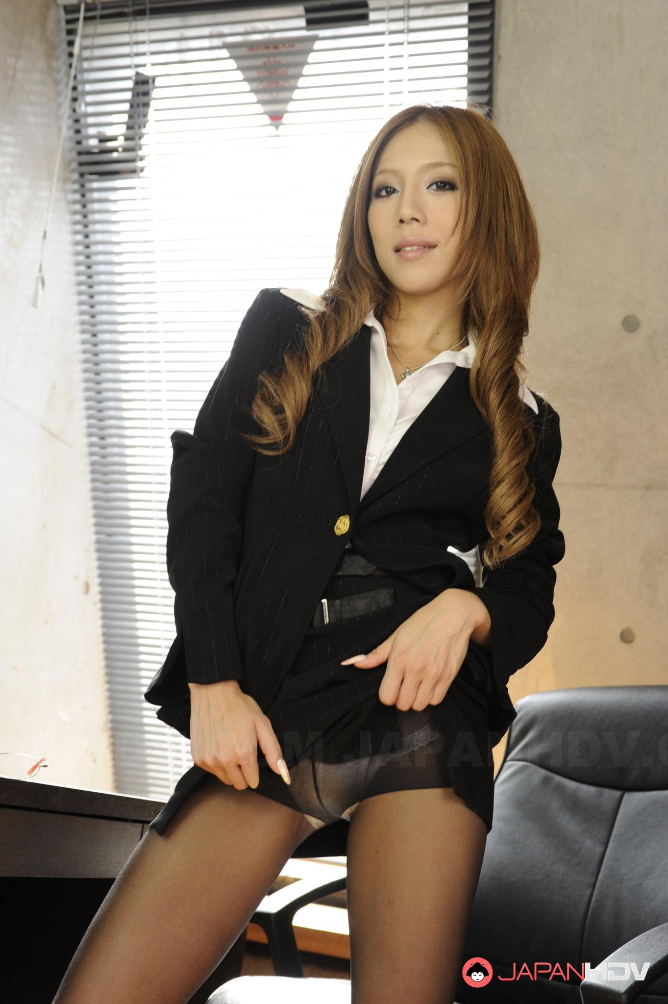 Hot Japanese MILF poses in black pantyhose